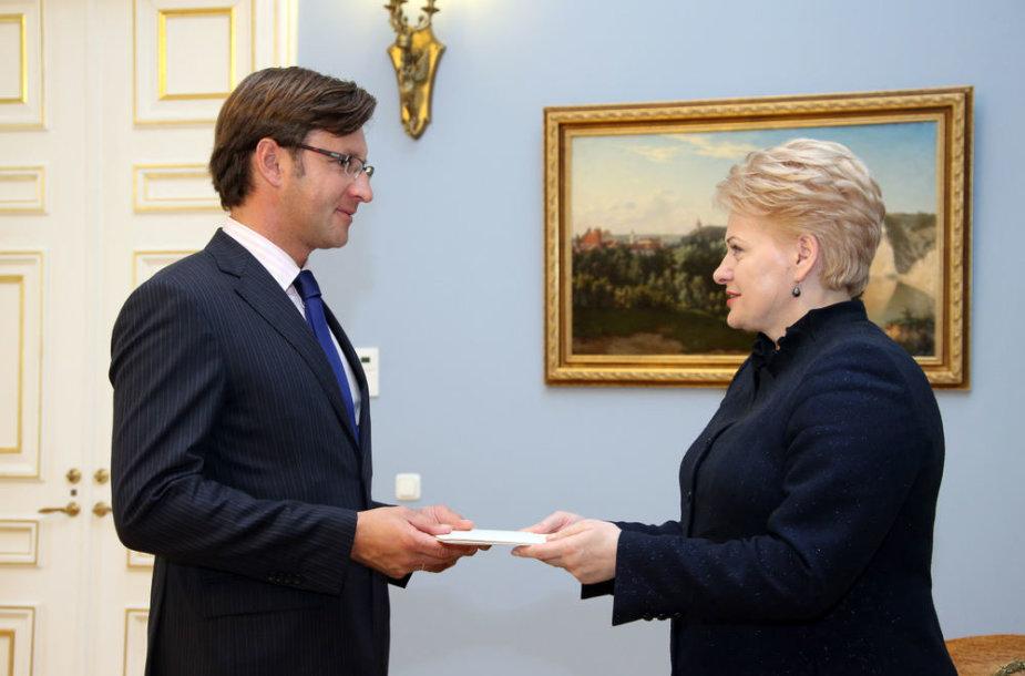 Prezidentė įteikė skiriamuosius raštus Lietuvos ambasadoriui Belgijoje Gediminui Varvuoliui
