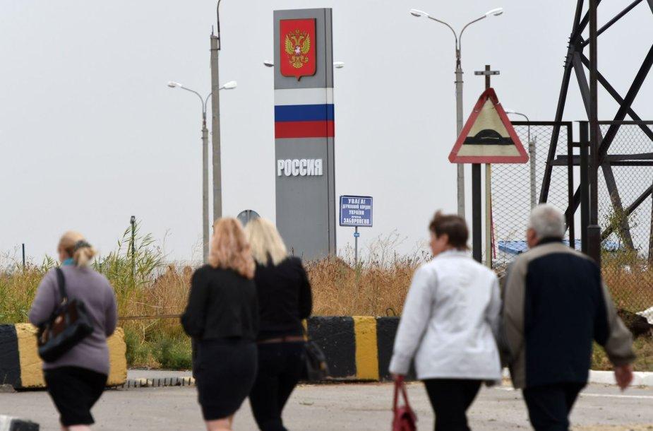 Ukraina laikinai uždarys sieną su Rusija