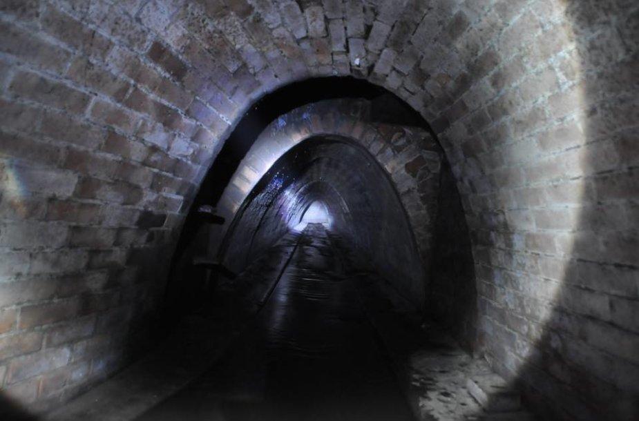 Šiame tunelyje netrūksta nei drėgmės, nei žiurkių
