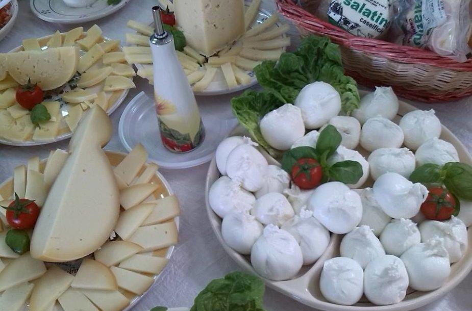 Į sūrį reikia ne žiūrėti. Jį reikia ragauti