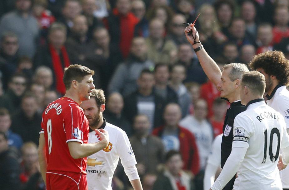 Stevenas Gerrardas gavo raudoną kortelę