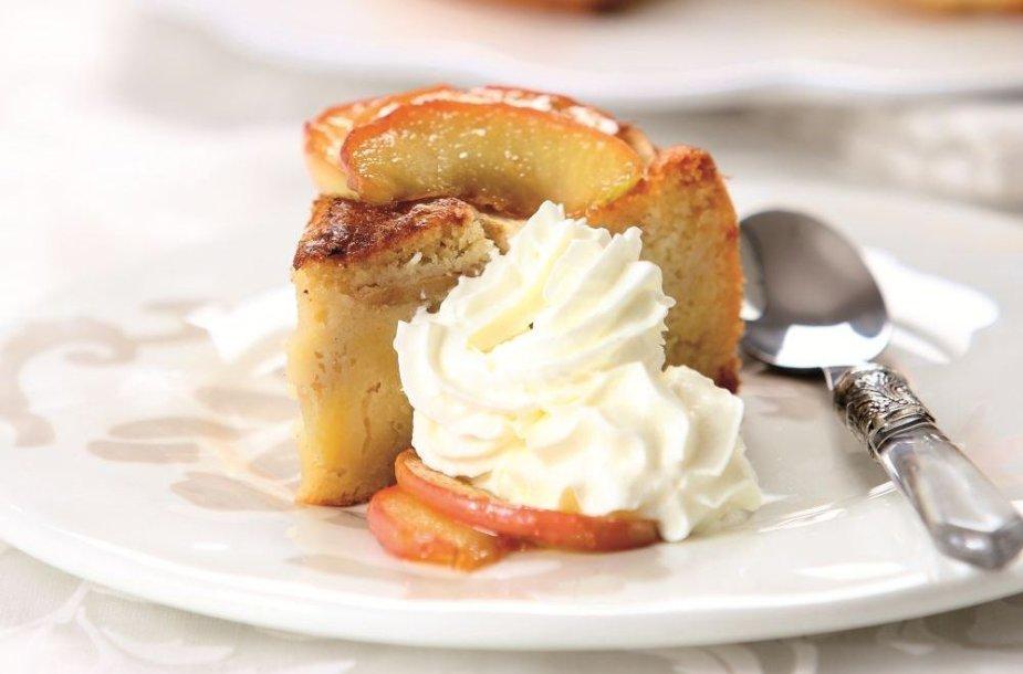 Vanilinis obuolių pyragas