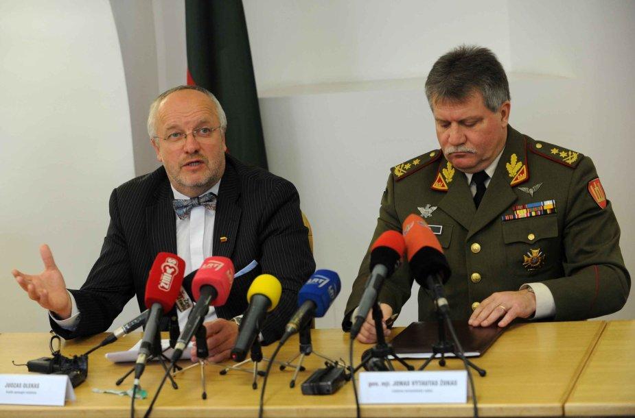 Krašto apsaugos ministras Juozas Olekas ir Lietuvos kariuomenės vadas, generolas majoras Jonas Vytautas Žukas