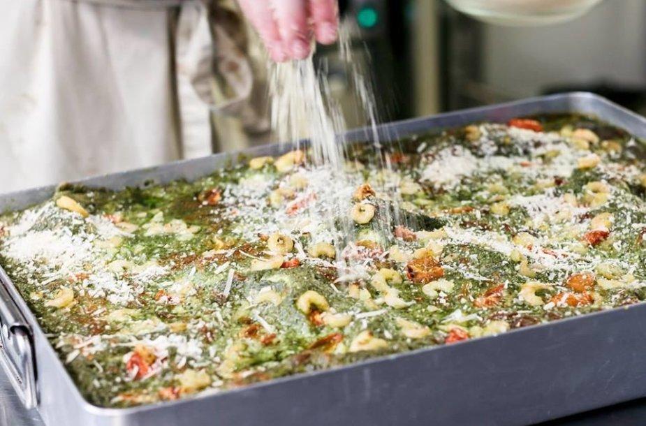 """""""La pasta"""" kasdienybė: 18 tonų miltų, tūkstančiai porcijų ir neblėstanti meilė makaronams"""