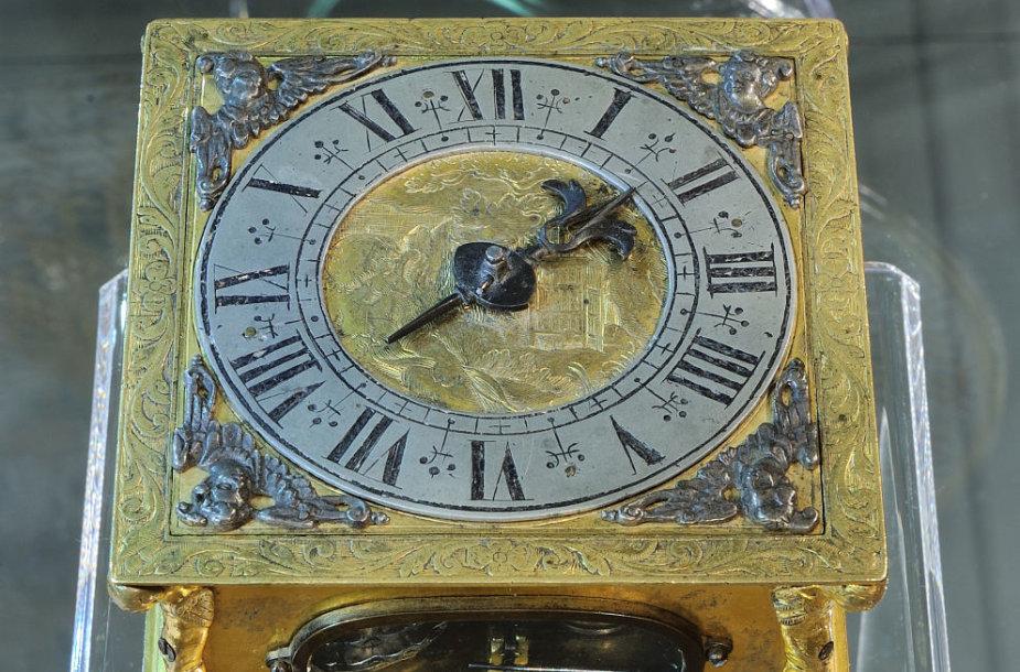 Žymiausio XVII a. Vilniaus laikrodininko Jokūbo Gierkės laikrodis metus puoš Valdovų rūmų muziejaus ekspoziciją