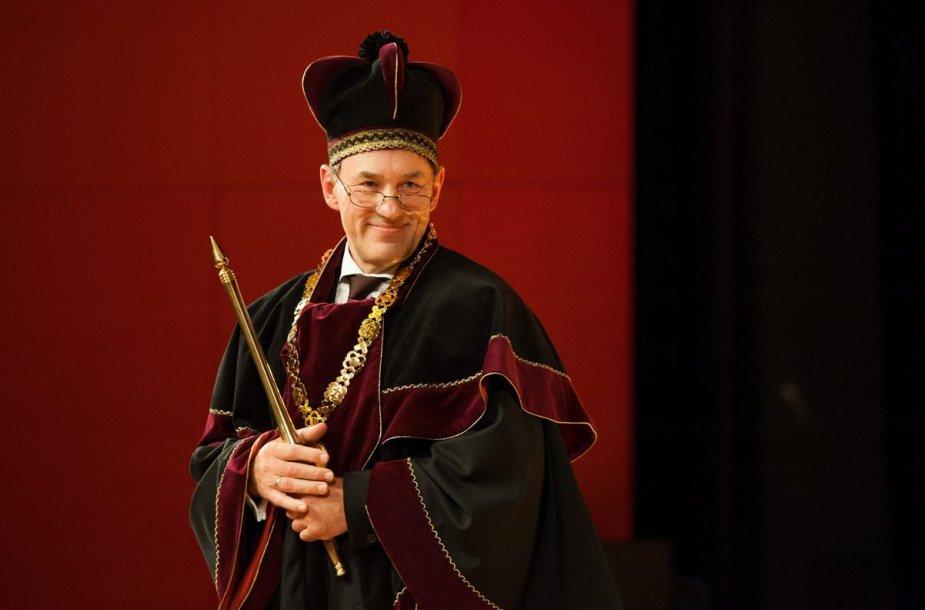 Vytauto Didžiojo universitete (VDU) įvyko iškilminga septynioliktojo rektoriaus, profesoriaus Juozo Augučio, inauguracija.