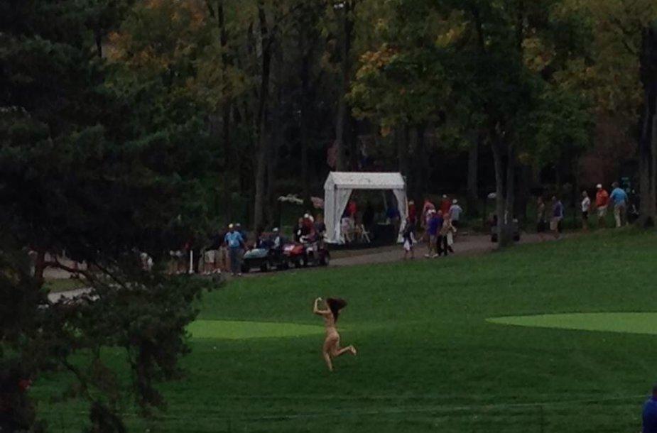 Nuogalė golfo lauke