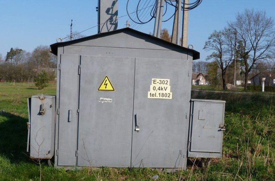 Du asmenys nukentėjo bandydami savavališkai patekti į vidutinės įtampos elektros transformatorinę Emiliškėse.
