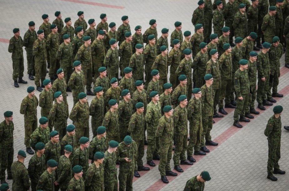 Į atsargą išleisti paskutiniai 2015 m. šaukimo nuolatinės privalomosios pradinės karo tarnybos kariai