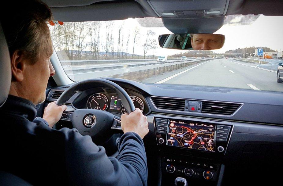 """""""Škoda Superb"""" kelionė iš Ženevos į Vilnių"""