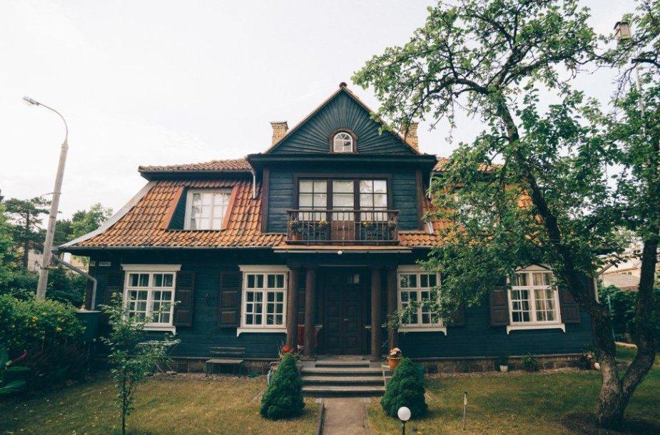 Zakopanės stiliaus namas Žvėryne, Kęstučio ir Vykinto gatvių sankirtoje