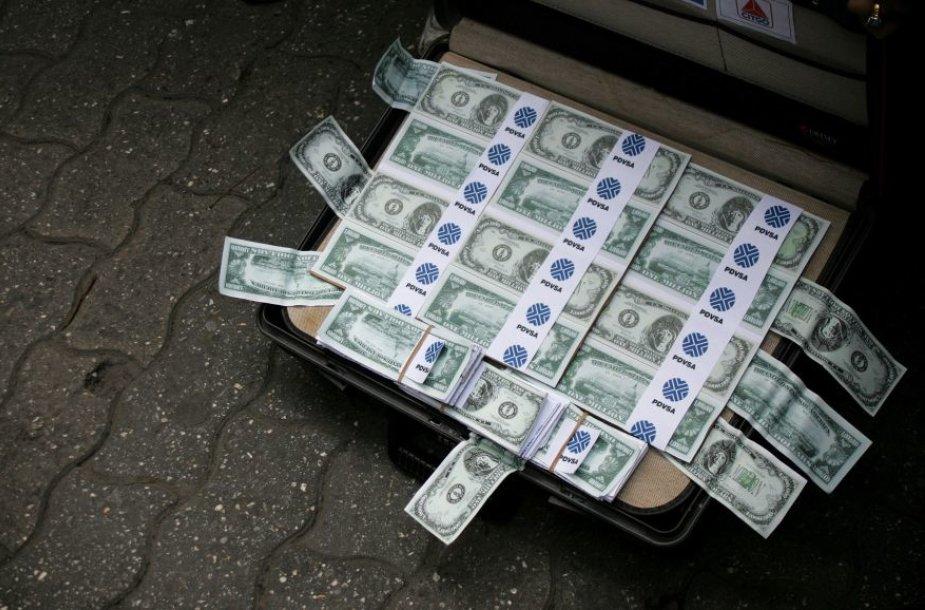 Lagaminas su pinigais (asociatyvinė nuotr.)