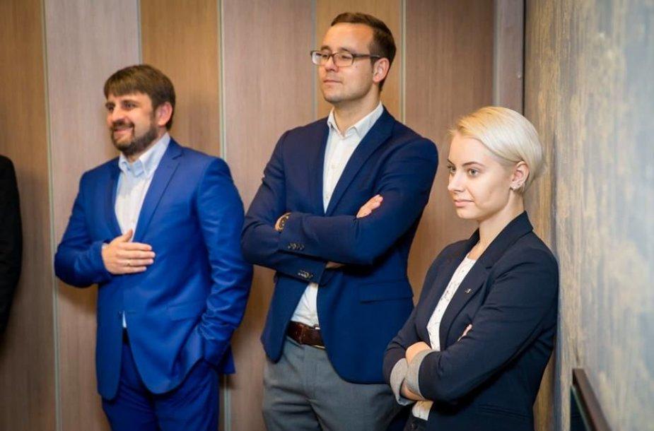Tomas Kazulėnas (viduryje)