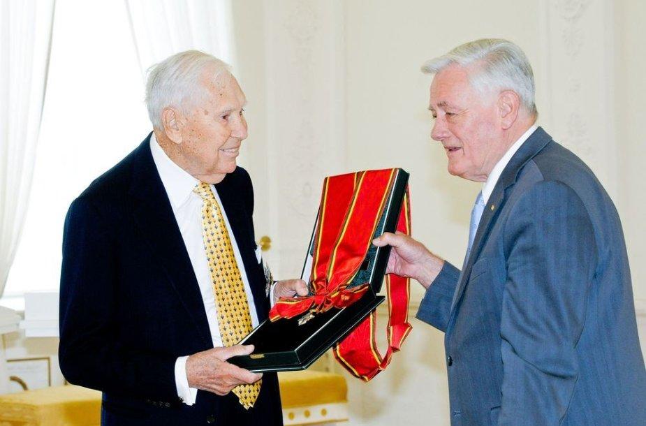 Juozas Kazickas su Valdu Adamkum
