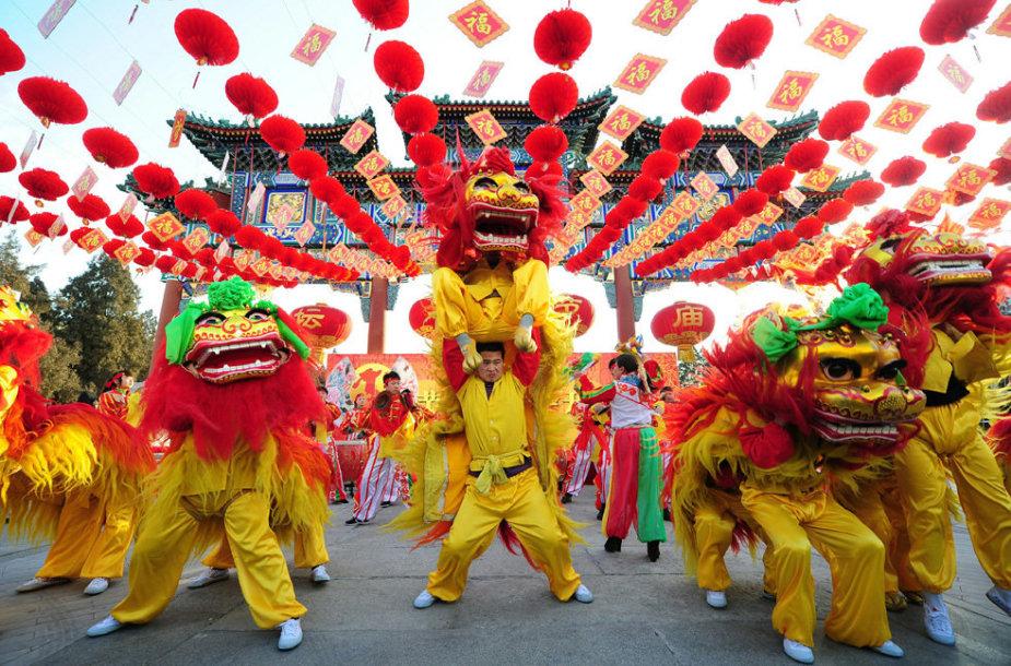 Kinai Naujus metus švenčia itin spalvingai