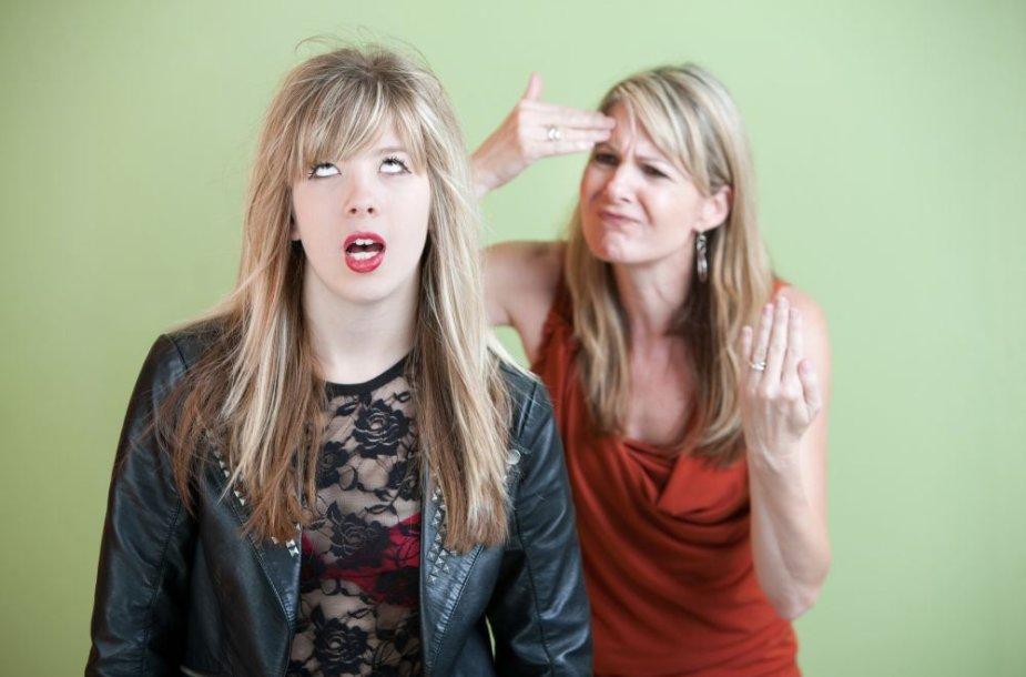 Paauglė ir mama