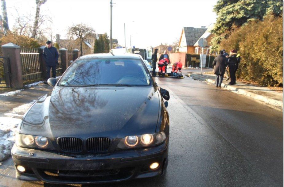 BMW avarijos vietoje