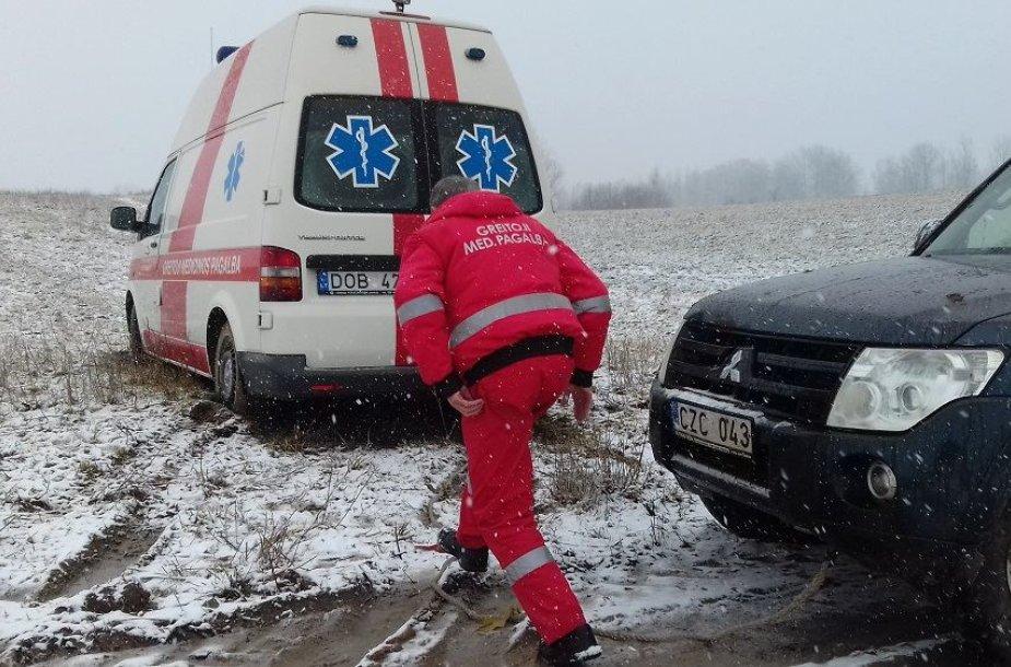 Vištyčio pasieniečiai gelbėja medikus