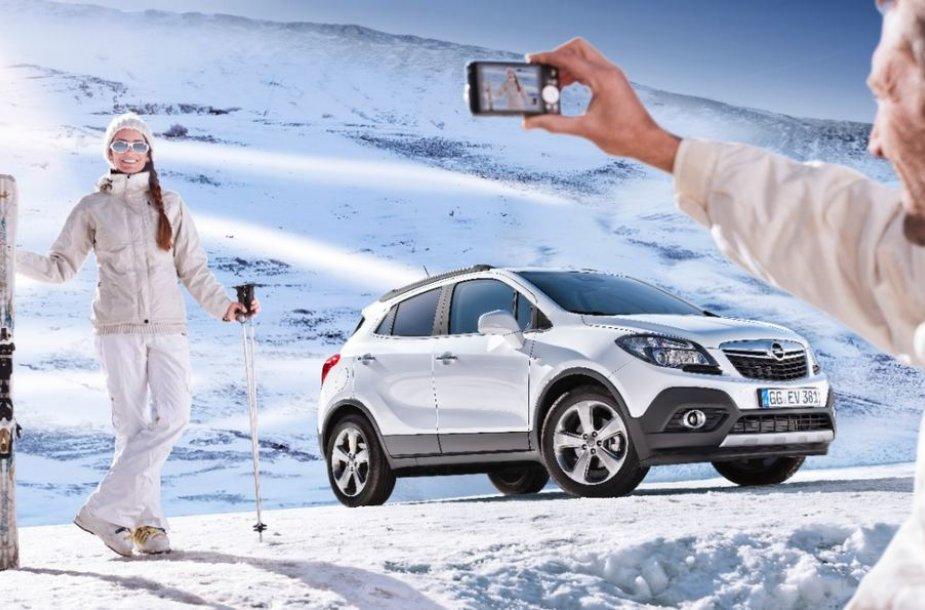 """""""Opel Mokka"""" žiemos peizažuose"""
