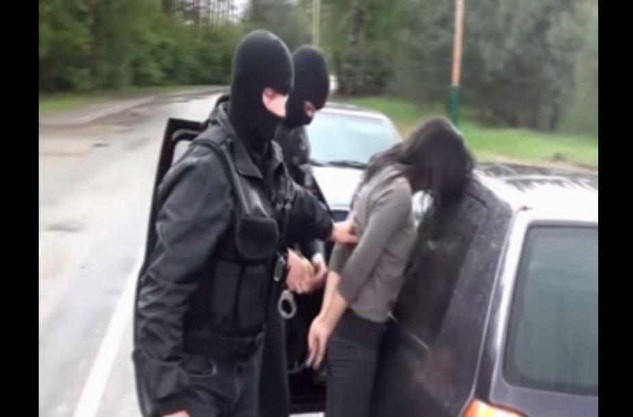 Kartu su vaikinai buvo sulaikyta ir viena mergina