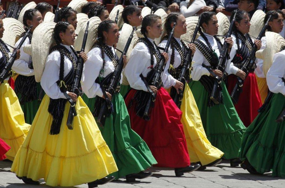 Meksikos karės nacionaliniais drabužiais