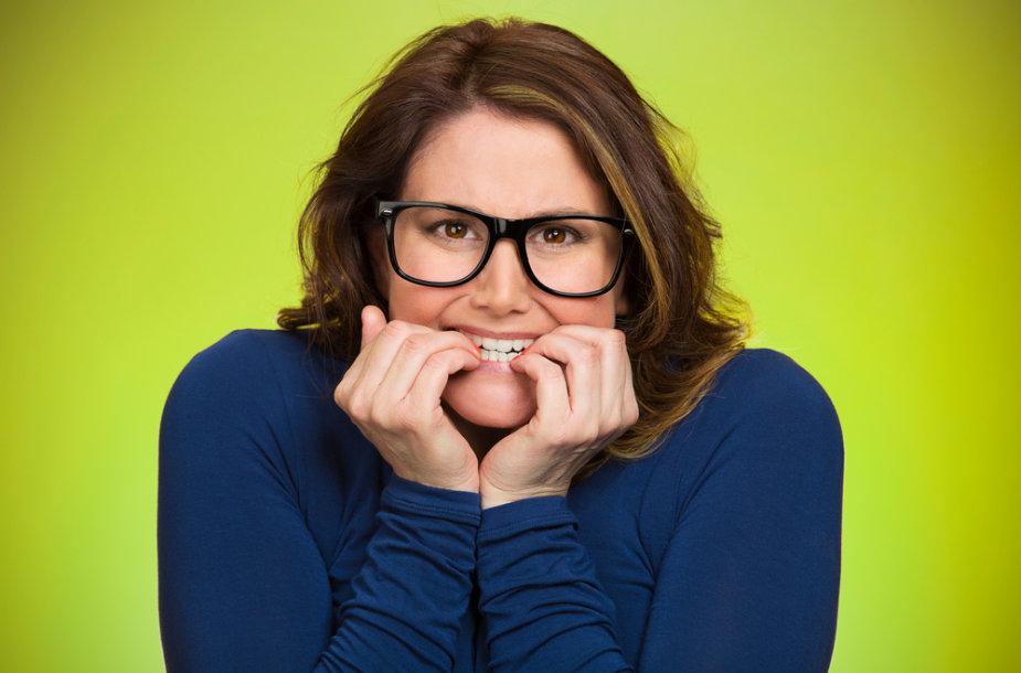 Nagų kramtymas – sunkus įprotis