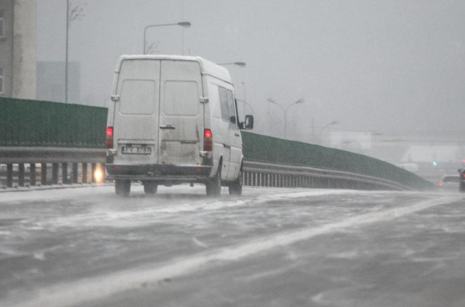 Ketvirtadienio rytą Vilniuje pradėjo snigti
