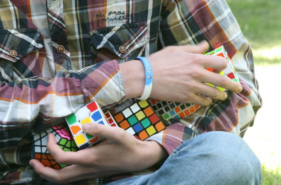 Mantas Sidabras su Rubiko kubais