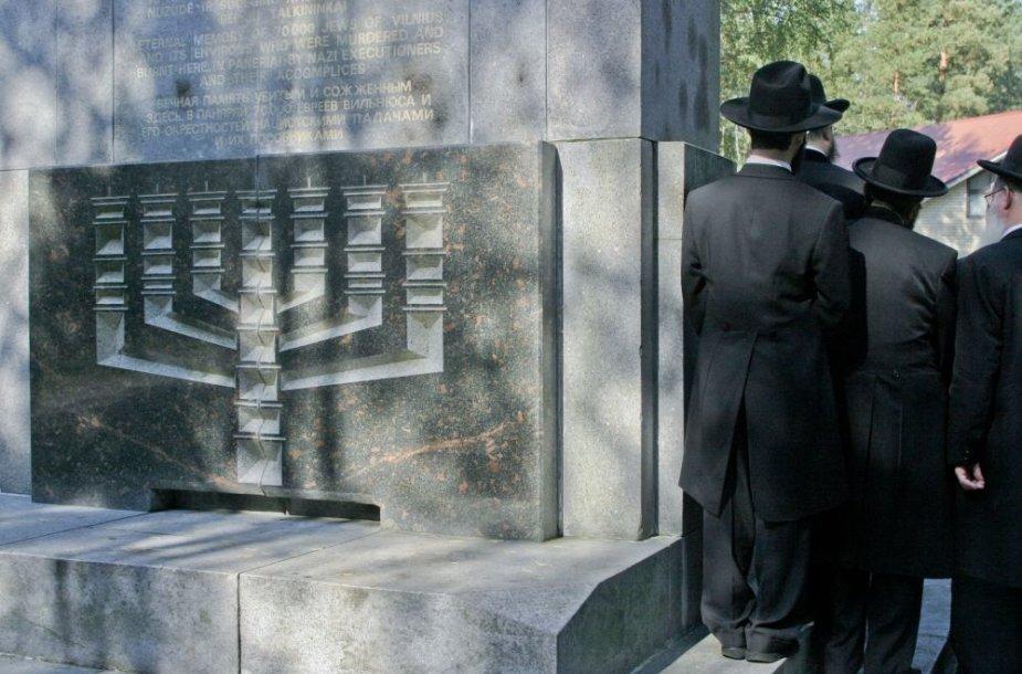 Lietuvos žydų genocido 60-ųjų metinių minėjimas Aukštųjų Panerių memoriale.