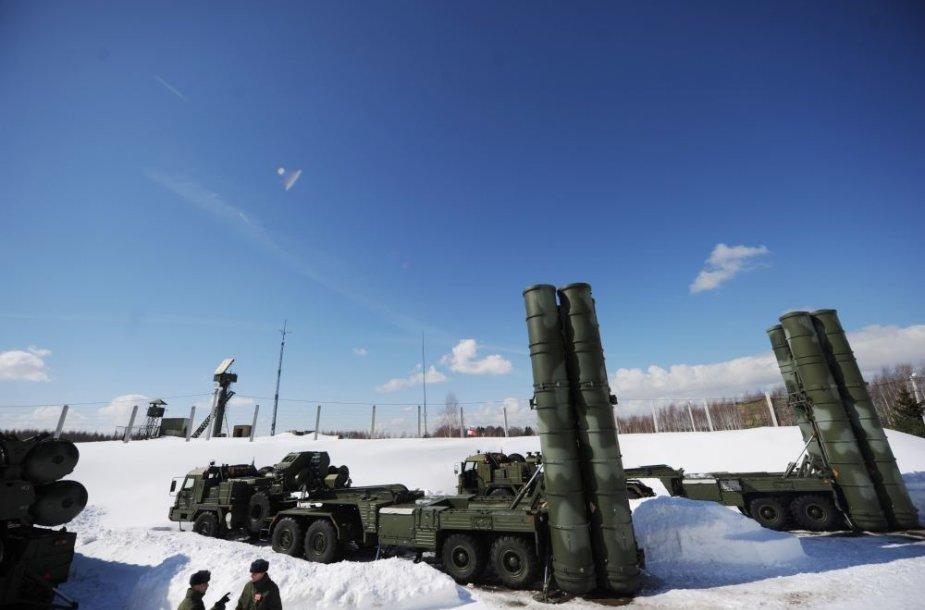 Rusijos raketų S-400 paleidimo sistemos