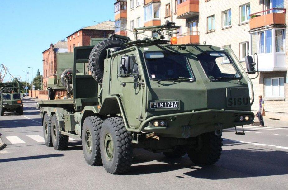 Karinės mašinos riedėjo Klaipėdos gatvėmis