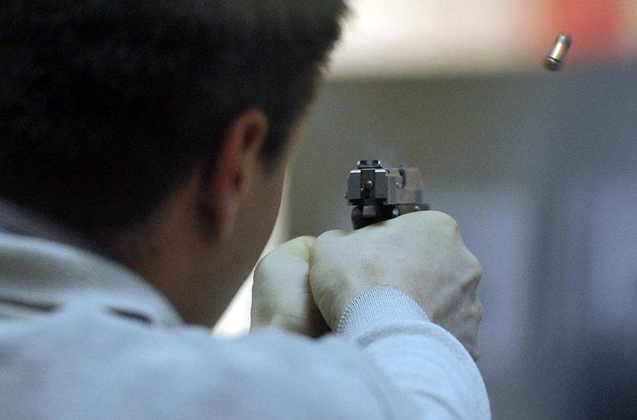 Testuojamas naujas pistoletas