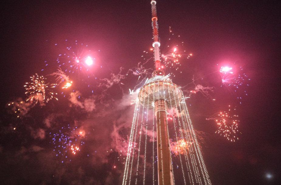 Įžiebta didžiausia pasaulio Kalėdų eglė