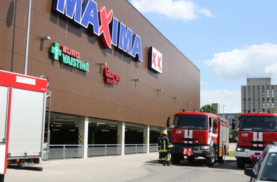 """Gaisras parduotuvėje """"Maxima"""""""