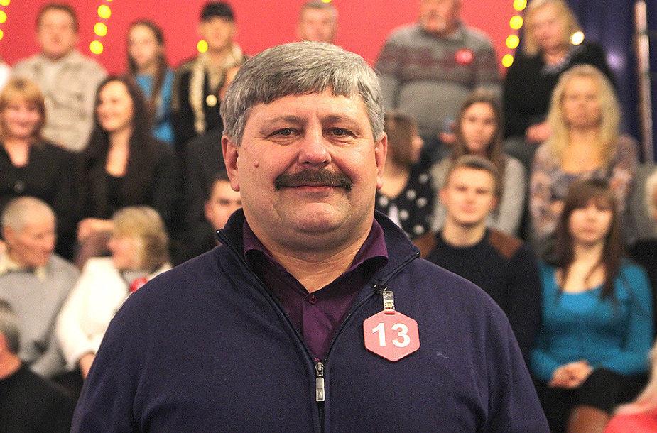 """Vairuotojas Algirdas Mikšėnas iš Vilniaus raj. laimėjo automobilį """"Škoda Fabia""""."""