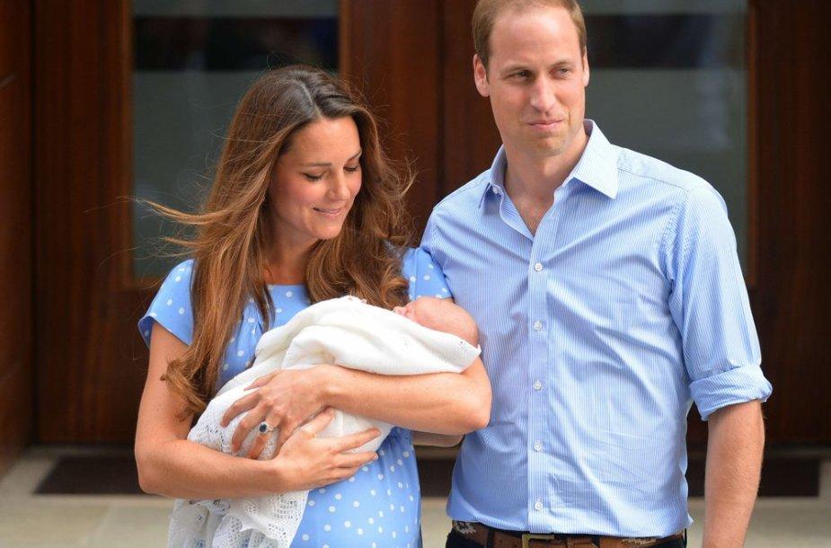 Kembridžo hercogienė Catherine ir princas Williamas su sūnumi George'u