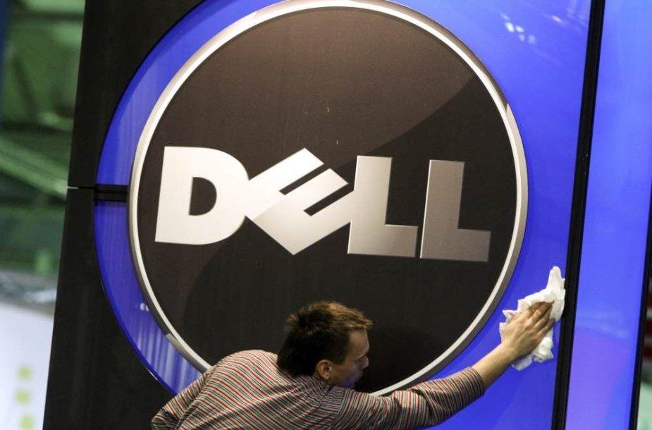 """Darbuotojas valo """"Dell"""" logotipą"""