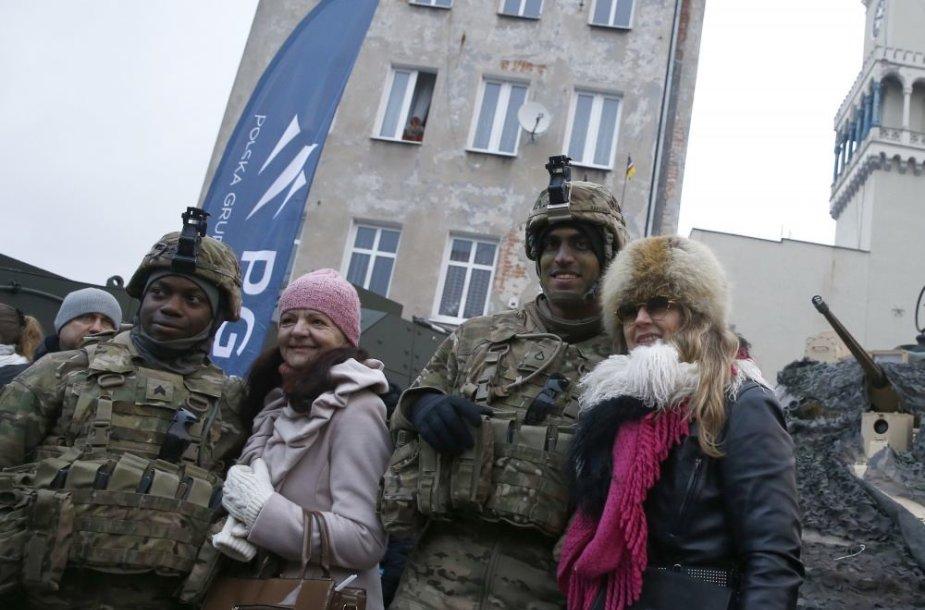 Lenkai pasitiko JAV karius