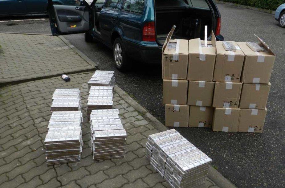 Kaunietis automobilyje vežė 9 tūkst. baltarusiškų cigarečių pakelių