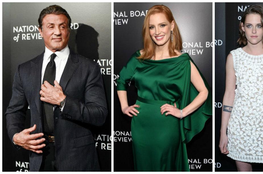 """""""The National Board of Review"""" apdovanojimų svečiai (iš kairės): Sylvesteris Stallone, Jessica Chastain, Kristen Stewart ir Mattas Damonas su žmona Luciana Barroso"""