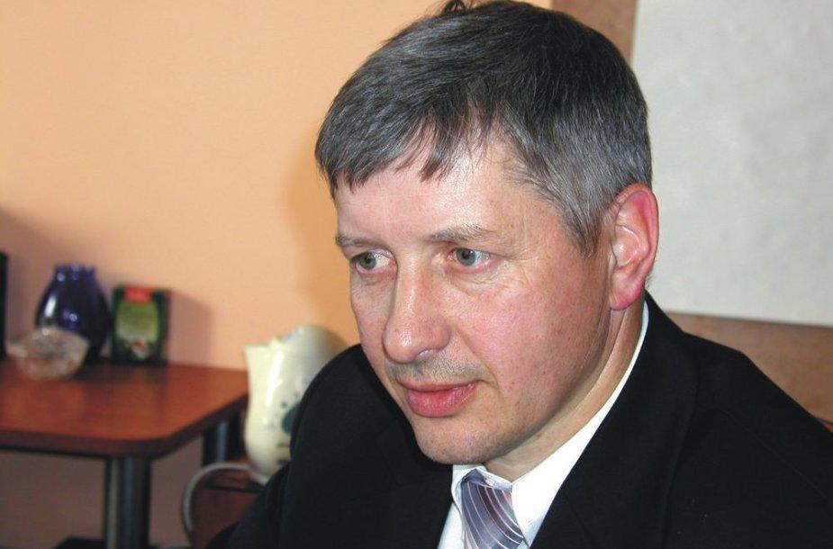 Vis dažniau Lazdijų rajono politikos opozicijos lyderiu įvardijamas Saulius Petrauskas dirbs Seimo narės Kristinos Miškinienės padėjėju.