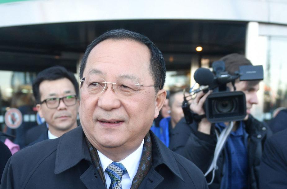 Šiaurės Korėjos užsienio reikalų ministras Ri Yong Ho atvyko į Maskvą