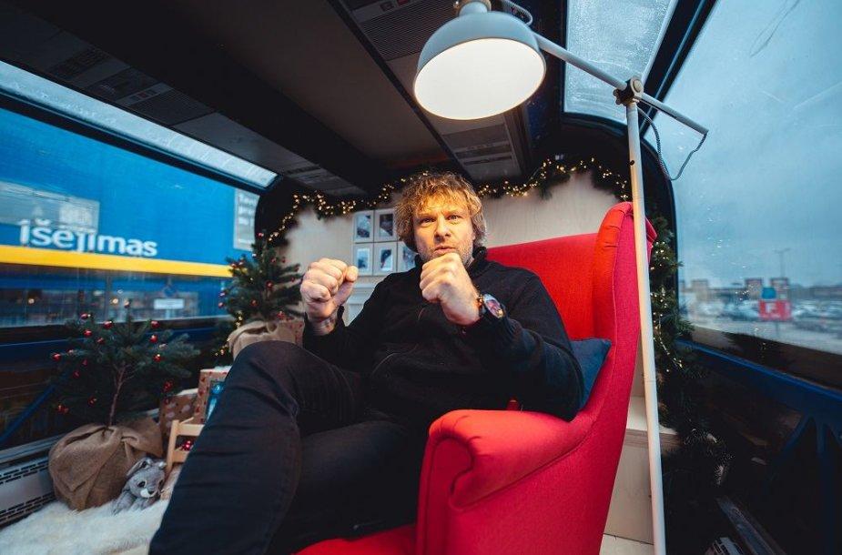 Benediktas Vanagas išbandė Kalėdinį autobusą