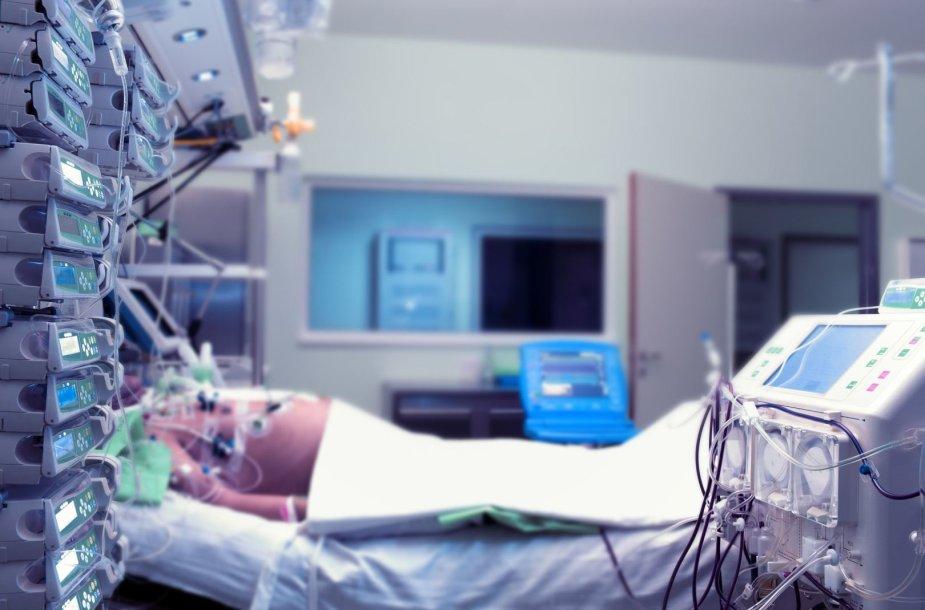 Pacientas intensyvios slaugos skyriuje
