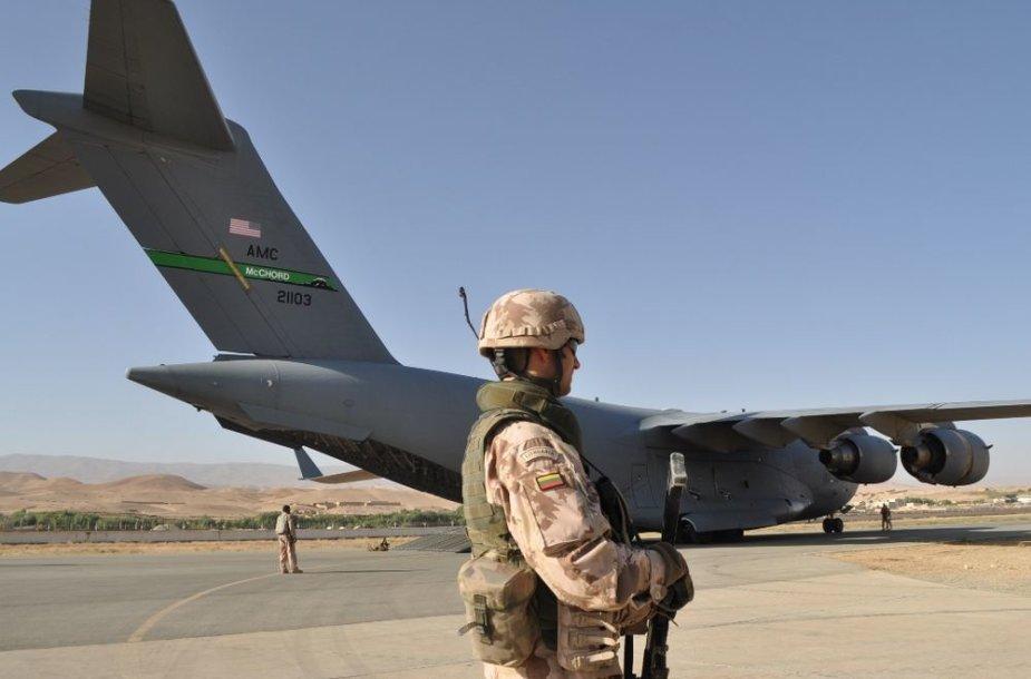 Iš Lietuvos vadovaujamos Afganistano Goro provincijos atkūrimo grupės (PAG) stovyklos Čagčarane išgabenta PAG karinė technika ir įranga.