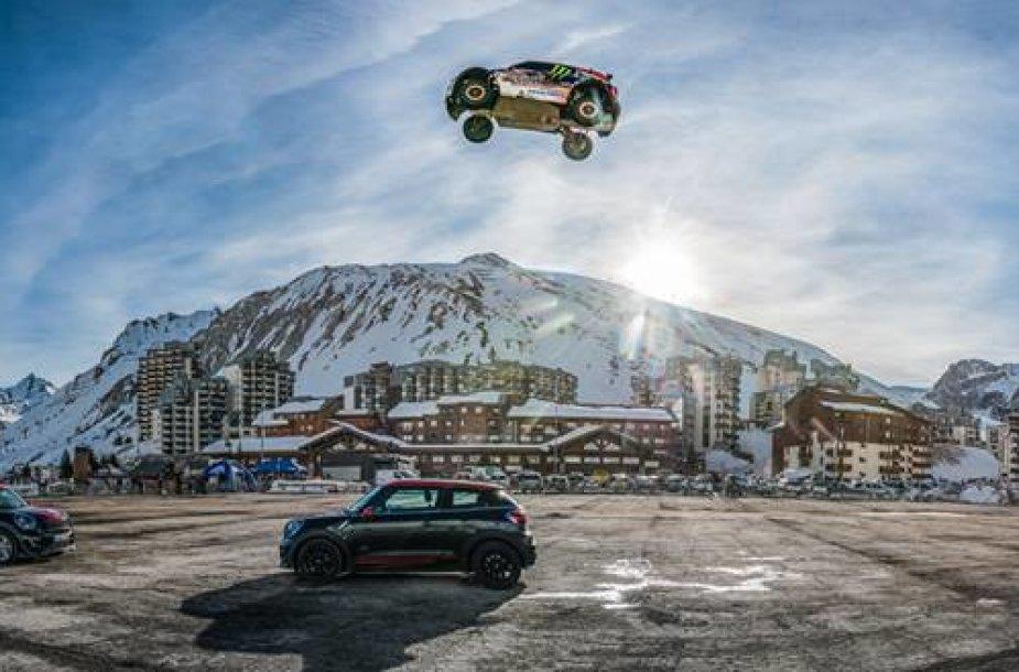 Guerlaino Chicherit 110 metrų šuolis automobiliu