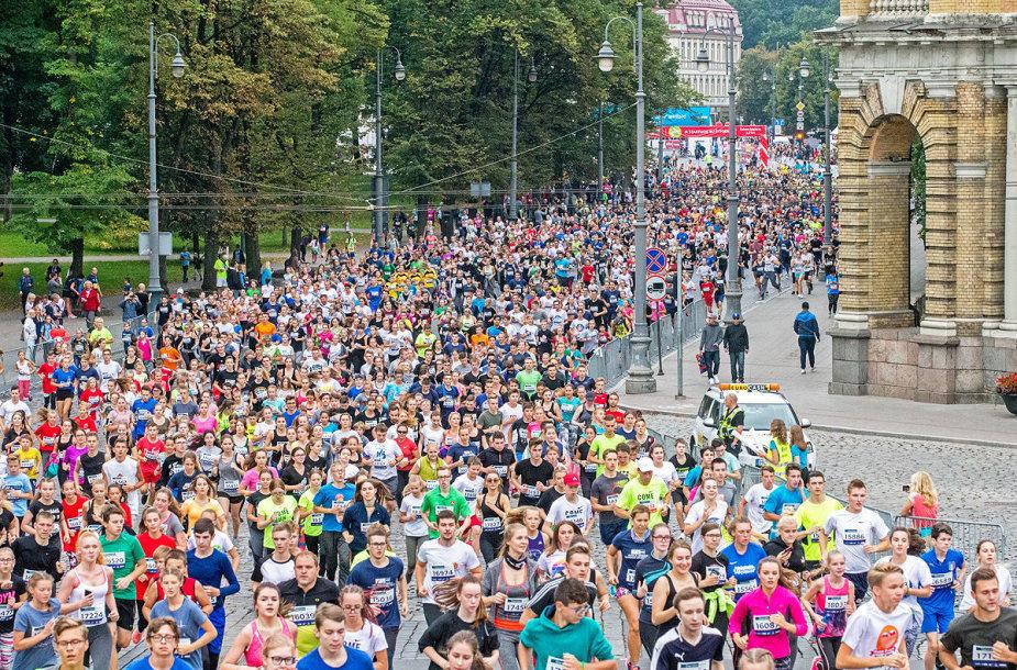 """""""Corny moksleivių ir studentų bėgimas"""" Vilniaus maratone"""