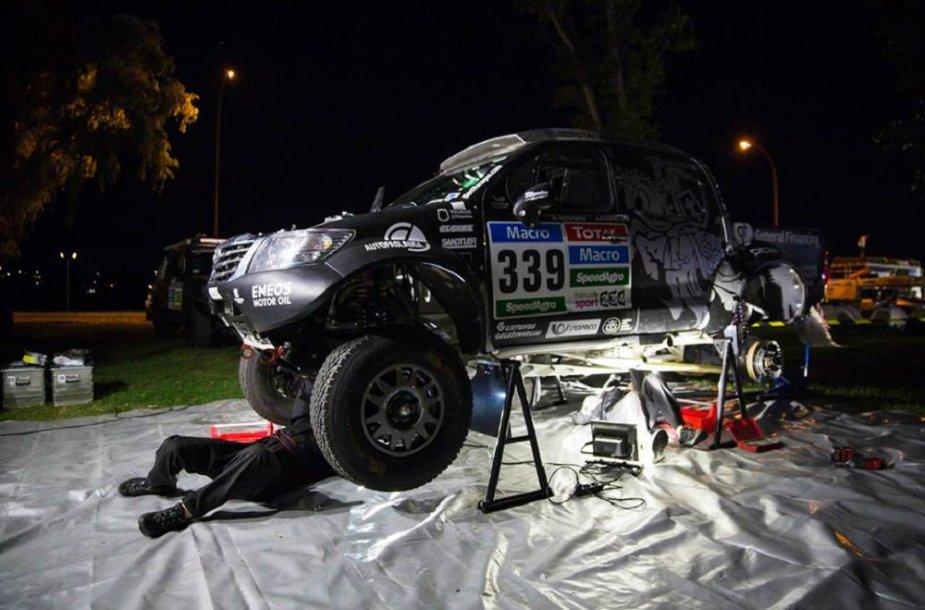 "Benedikto Vanago ""Toyota Hilux"""
