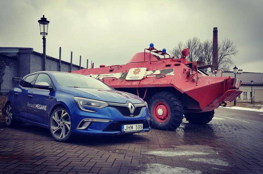 """""""Renault Megane GT"""" Šiauliuose, Ch.Frenkelio vilos kieme"""