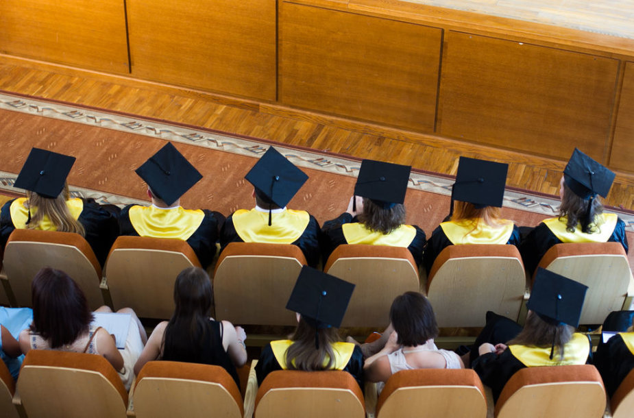 Diplomų įteikimo ceremonija